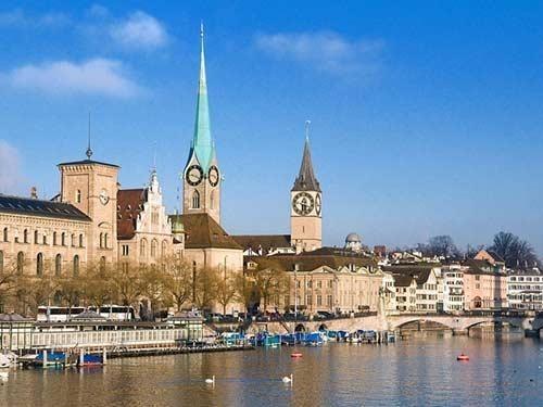 卢塞恩市内不乏文艺复兴时期及巴罗克式的建筑物及喷水池.